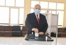 Photo of رئيس جامعة القاهرة يُدلي بصوته في انتخابات مجلس النواب