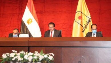 Photo of الاعلي للجامعات يستعرض تقرير حول إنشاء ١٥ جامعة بمصروفات