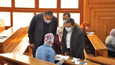 Photo of رئيس جامعة كفر الشيخ يواصل جولاته ويتفقد سير الامتحانات بكليتي العلوم والعلاج الطبيعي