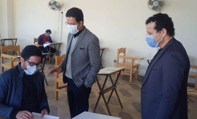 "Photo of "" الجيزاوى "" يتفقد سير الامتحانات بكلية الفنون التطبيقية"